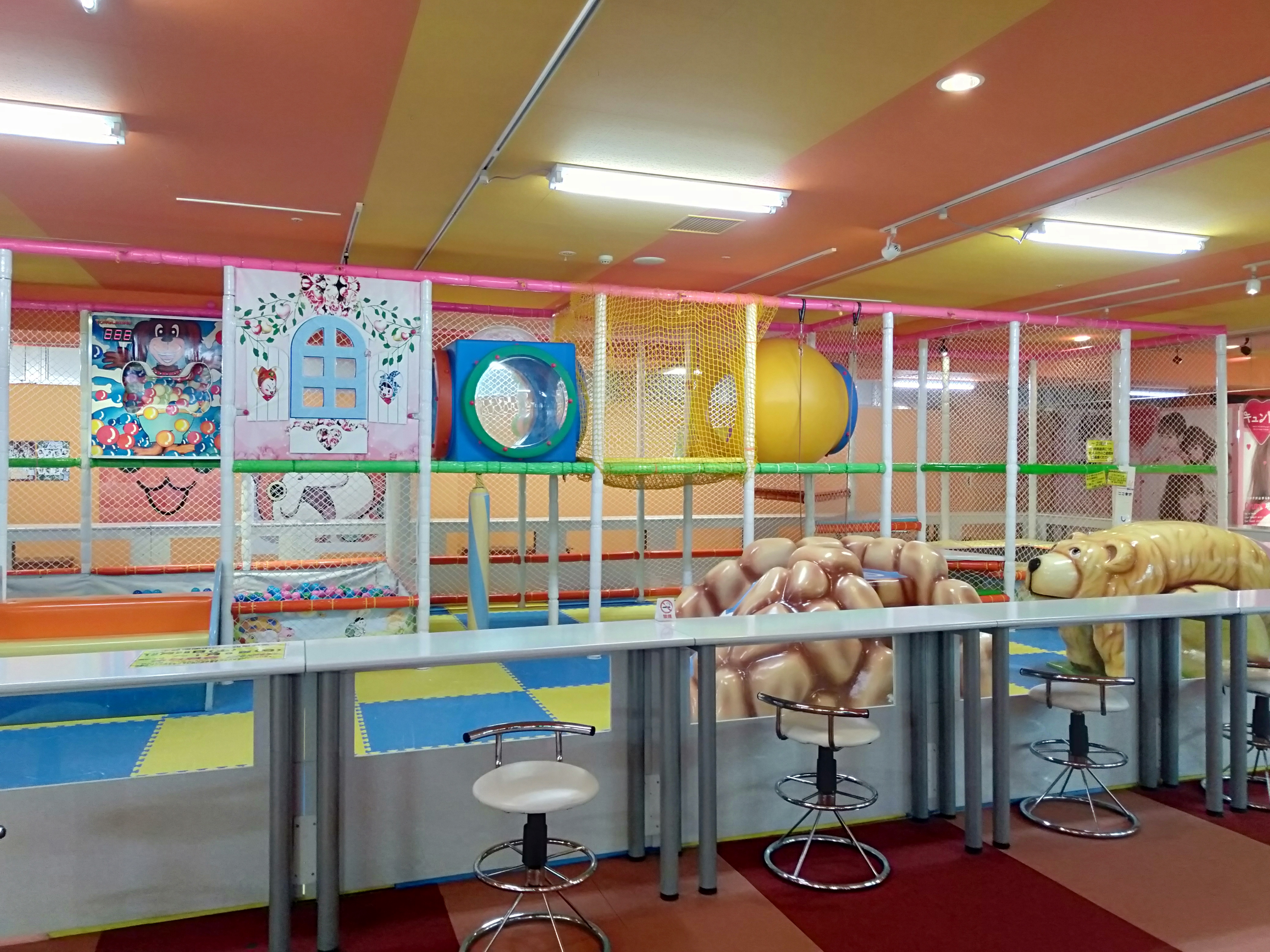 高岡市室内子供の遊び場