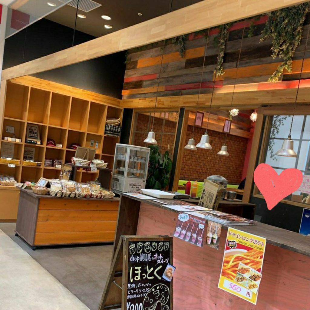 クルン高岡でチーズドッグ・タピオカがあるのは【dropholic】!