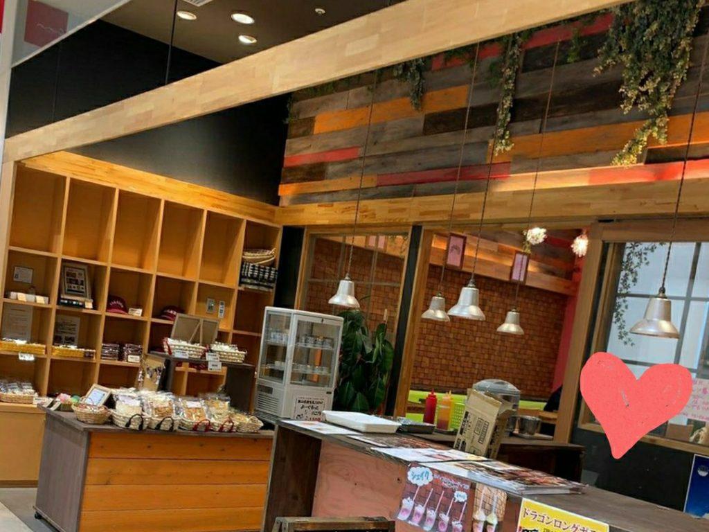 クルン高岡でチーズドッグ・タピオカが食べられるのは【dropholic】!