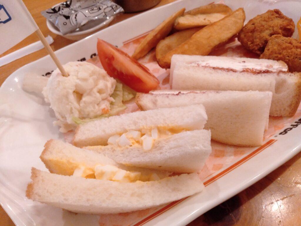 ハムきゅうりはたまに頼んでます。 甘い系のサンドイッチも選べるところがいいですね。