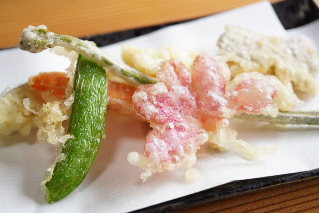 氷見市【稲泉農園】でランチを。旬の野菜やサクランボを楽しめる贅沢な空間が最高!