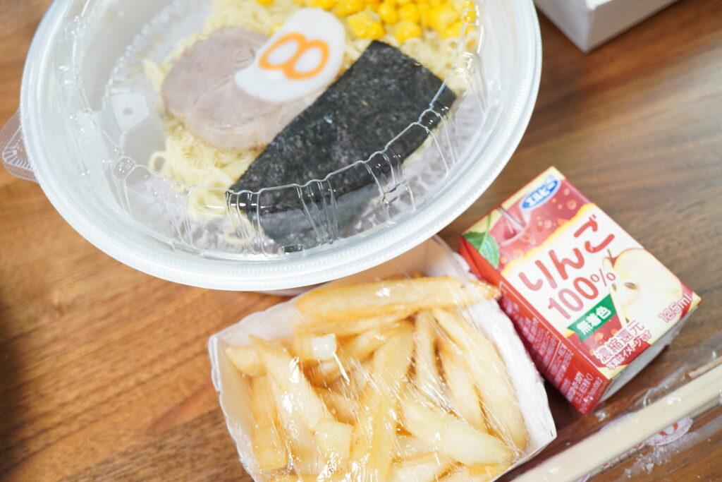 お子様ラーメンセット 442円 野菜担々麺      939円 唐揚げ 1人前    420円←ちょっと違うかも(笑)